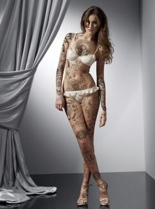 girl-with-extreme-tattoo-design
